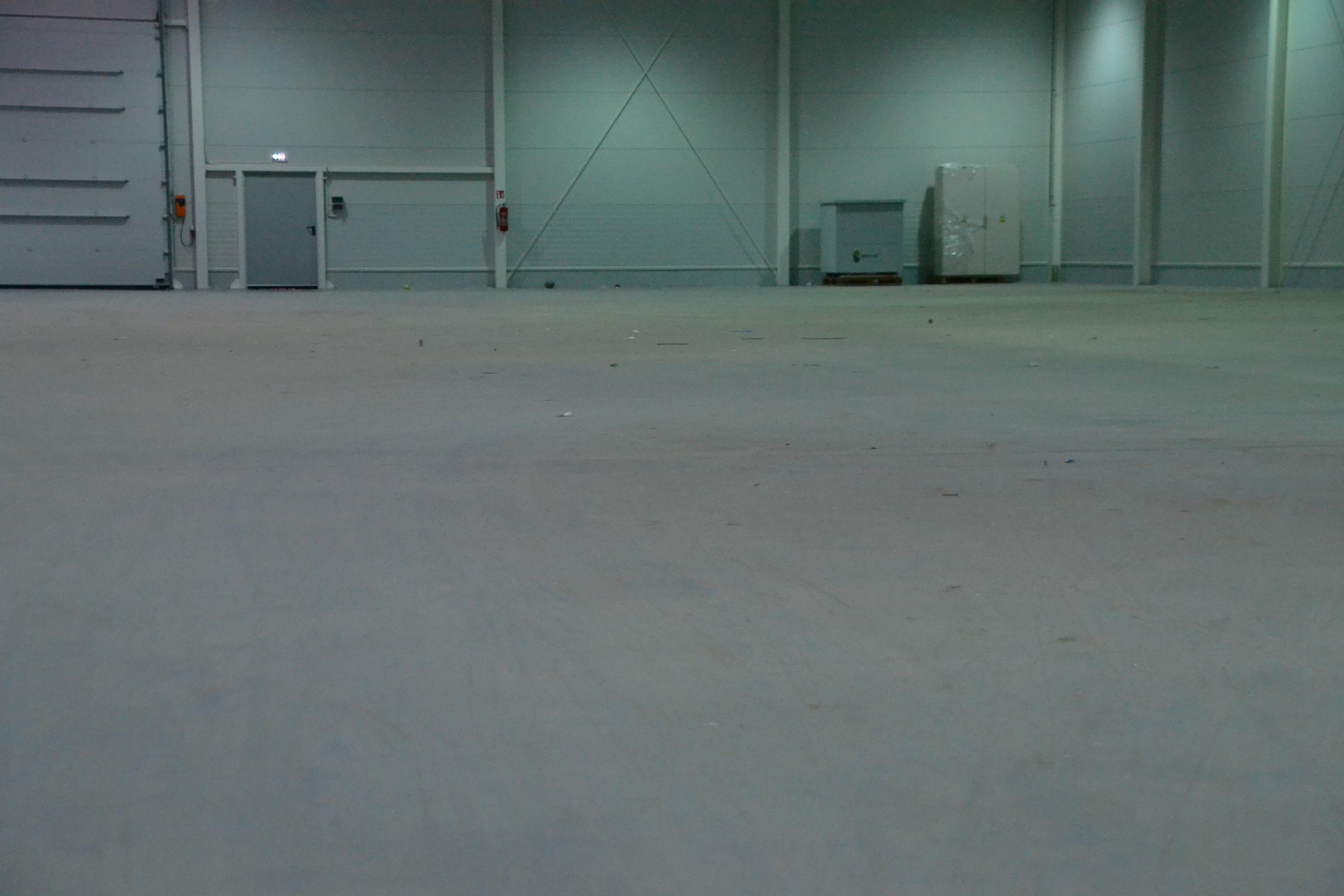 Doczyszczanie hali produkcyjnej po budowie
